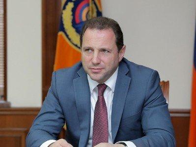 Photo of Министр обороны Армении Давид Тоноян провел беседу с Анджеем Каспршиком о распространенных Азербайджаном видеороликах об армянском офицере
