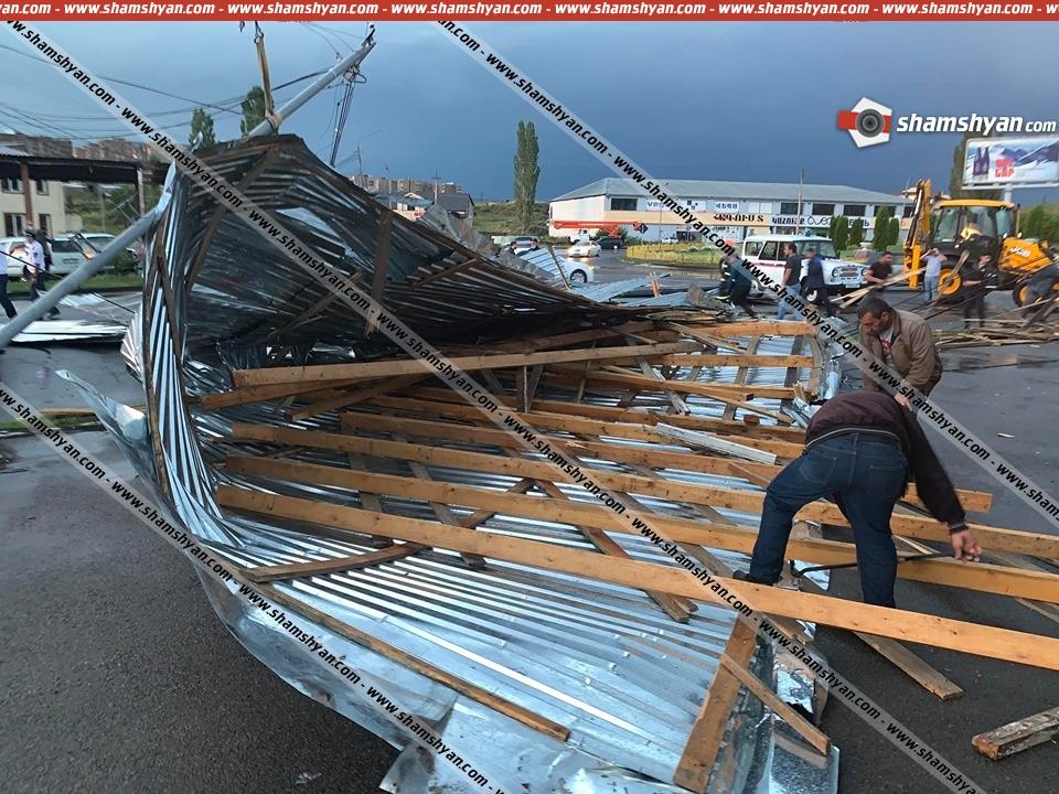 Photo of Արտակարգ դեպք Հրազդանում. ուժեղ քամին խանութի տանիքն ամբողջությամբ պոկել է՝ փակելով Ծաղկաձոր տանող ճանապարհը
