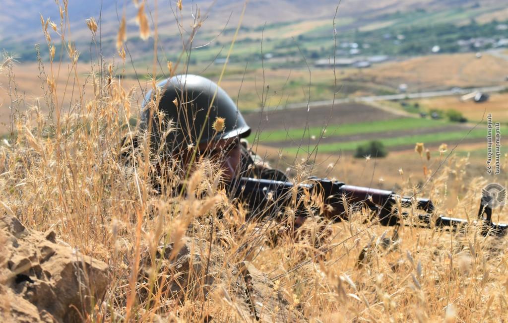 Photo of Десантно-штурмовые подразделения провели показательные учения, за которыми следил начальник Генерального штаба ВС Армении