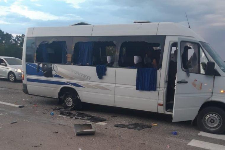 Photo of На трассе Киев — Харьков обстреляли автобус с людьми — известно о трех раненых