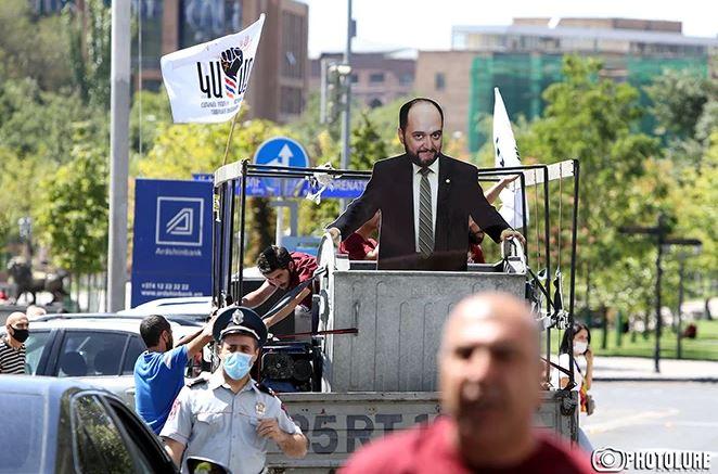 Photo of «Араик, уходи»: в Ереване прошла акция протеста с требованием отставки главы Минобразования