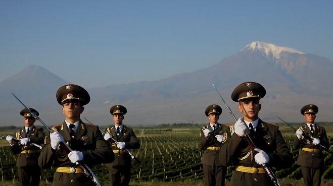 Photo of ՀՀ ԶՈւ պատվոպահակային վաշտը, դեֆիլե է իրականացնում Խոր Վիրապում