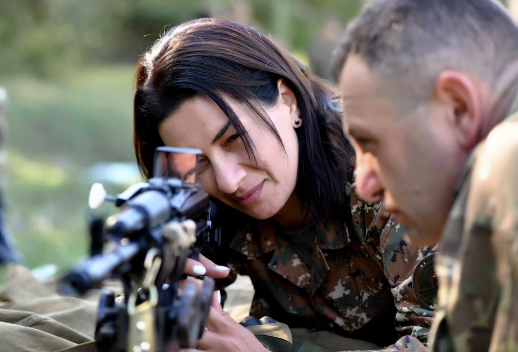 Photo of «Ինչպես ես, այնպես էլ բազմաթիվ կանայք, համոզված եմ, պատրաստ են զենք վերցնել իրենց հայրենիքը և երեխաներին պաշտպանելու համար». Աննա Հակոբյան