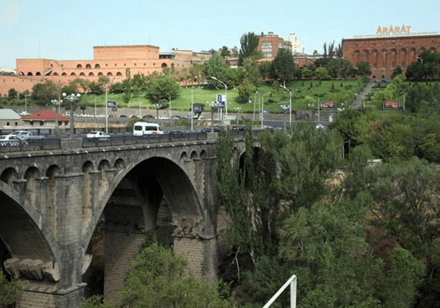 Photo of В Ереване мужчина на рассвете пытался броситься с моста