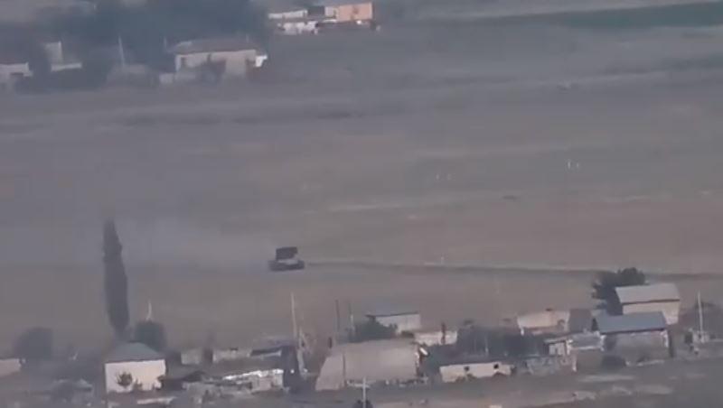Photo of Կադրերում երևում է, թե ինչպես են ադրբեջանական ՏՕՍ-1Ա ծանր հրետանային համակարգերը տեղակայվում բնակավայրում և այնտեղից կրակ բացում` կենդանի վահան դարձնելով իրենց իսկ քաղաքացիներին