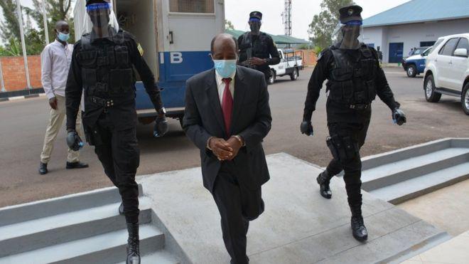 Photo of Герой «Отеля Руанда» спасал людей от геноцида. Теперь из изгнания он попал в тюрьму