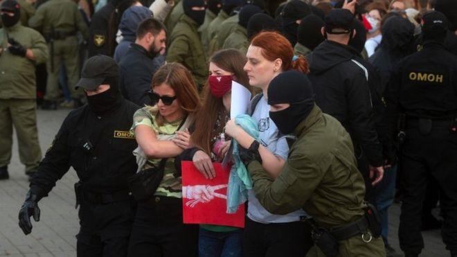 Photo of Беларусь: массовые задержания на «Женском марше» в Минске