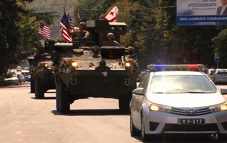 Տեսանյութ.ԱՄՆ ռազմական տեխնիկան անցնում է Վրաստանի փողոցներով