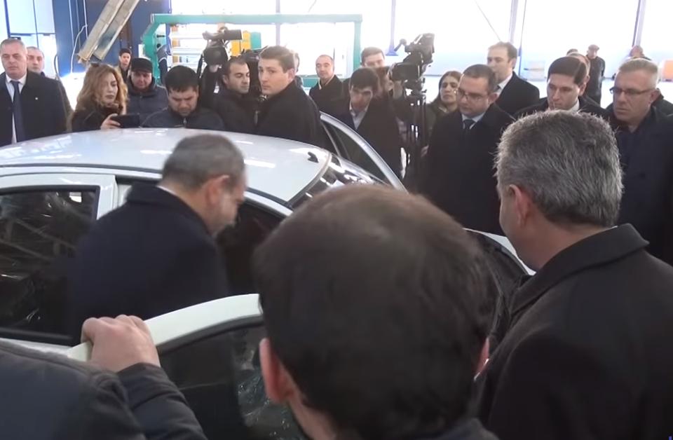 Photo of «Վարչապետը ոչ միայն մասնակցել է այդ գործարանի բացմանը, այլ նաև անձամբ փորձարկել արտադրվող մեքենան». Էդմոն Մարուքյան