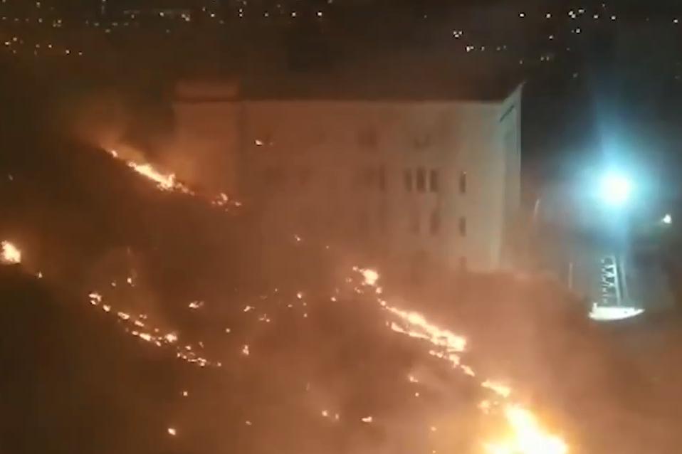 Photo of Մատենադարանի հետնամասում այրվում է խոտածածկ տարածք