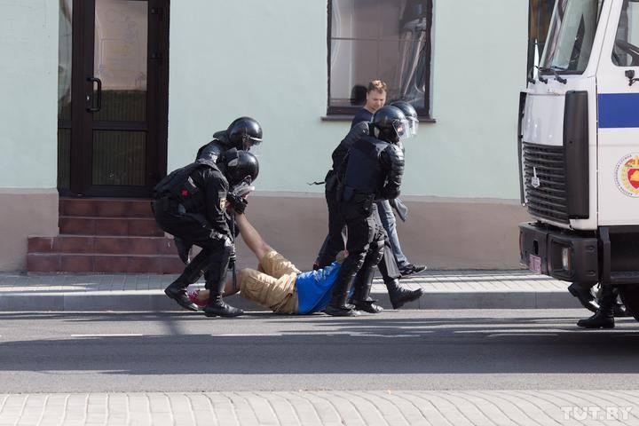 Photo of Բազմամարդ ցույցեր, բախումներ հատուկջոկատայինների հետ, բերման ենթարկվածներ. ի՞նչ է կատարվում Բելառուսում