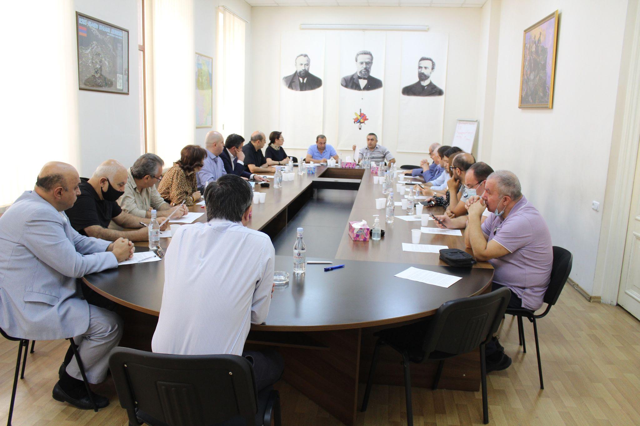 Photo of 13 կուսակցությունների կոչը Հայաստանի և Արցախի միջև ռազմավարական դաշինք կնքելու անհրաժեշտության մասին