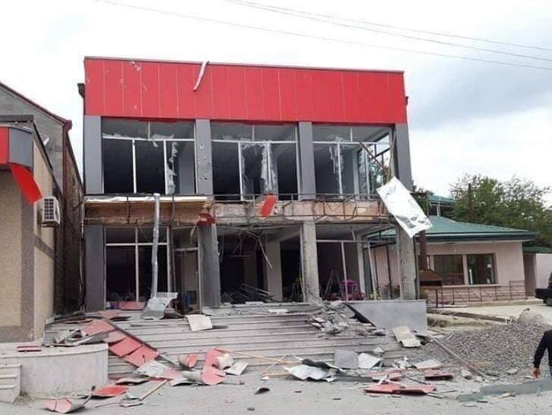 Photo of Ադրբեջանական ռմբակոծության արդյունքում Մարտակերտում առաջացած ավերածությունները պատկերող լուսանկարներ