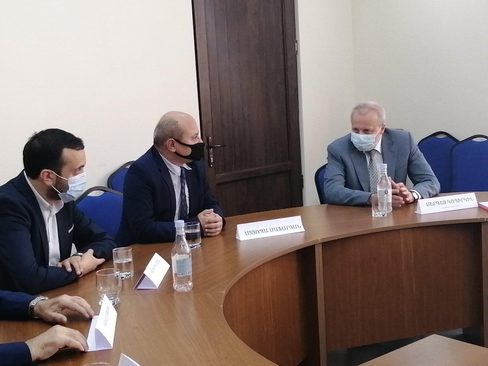 Photo of Посол РФ Сергей Копыркин встретился с Общественным Советом Армении