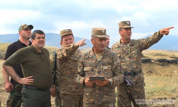 Photo of Президент Араик Арутюнян посетил ряд участков передовой линии