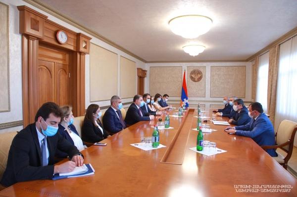Photo of Президент Арцаха обсудил с делегацией МИД Армении вопросы внешней политики