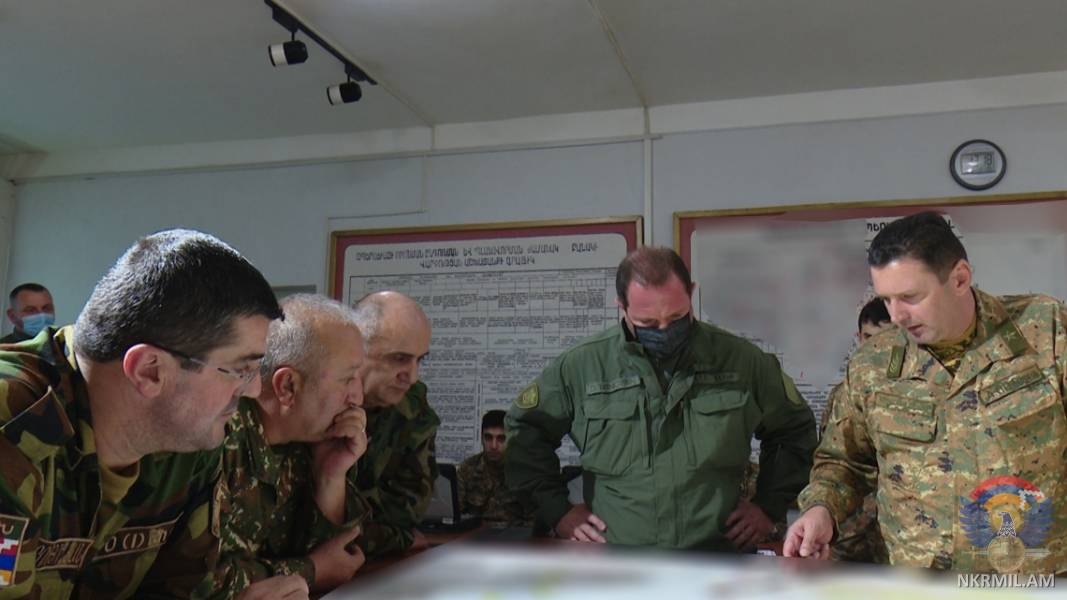 Photo of Президент Арцаха Араик Арутюнян и министр обороны Армении Давид Тоноян посетили Центр боевого управления армией