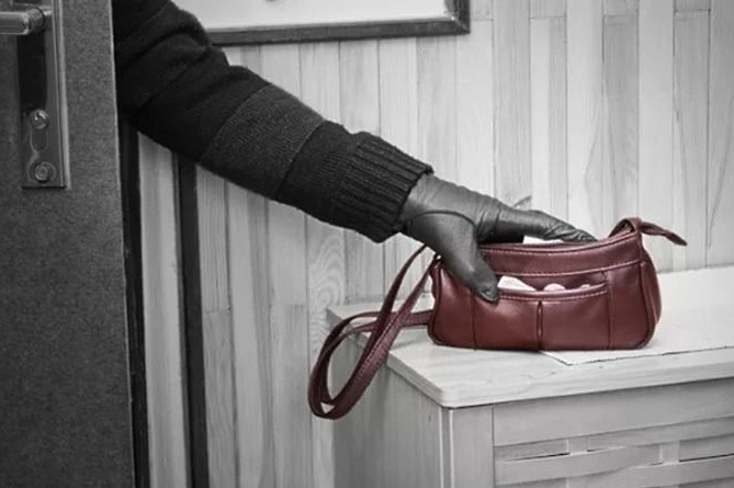 Photo of 33-ամյա կինը կողոպտել է թոշակառու կնոջը, իսկ գողացած փողերը պահ է տվել ընկերոջը