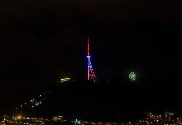 Photo of Телебашня Тбилиси окрасилась в цвета армянского флага в День независимости Армении