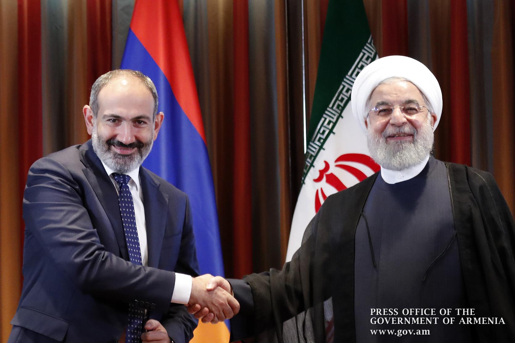 Photo of Լիահույս եմ՝ բարեկամական փոխհարաբերությունների լույսի ներքո երկու ժողովուրդների պայծառ ապագայի ականատեսը կլինենք. Հասան Ռոհանին՝ Նիկոլ Փաշինյանին
