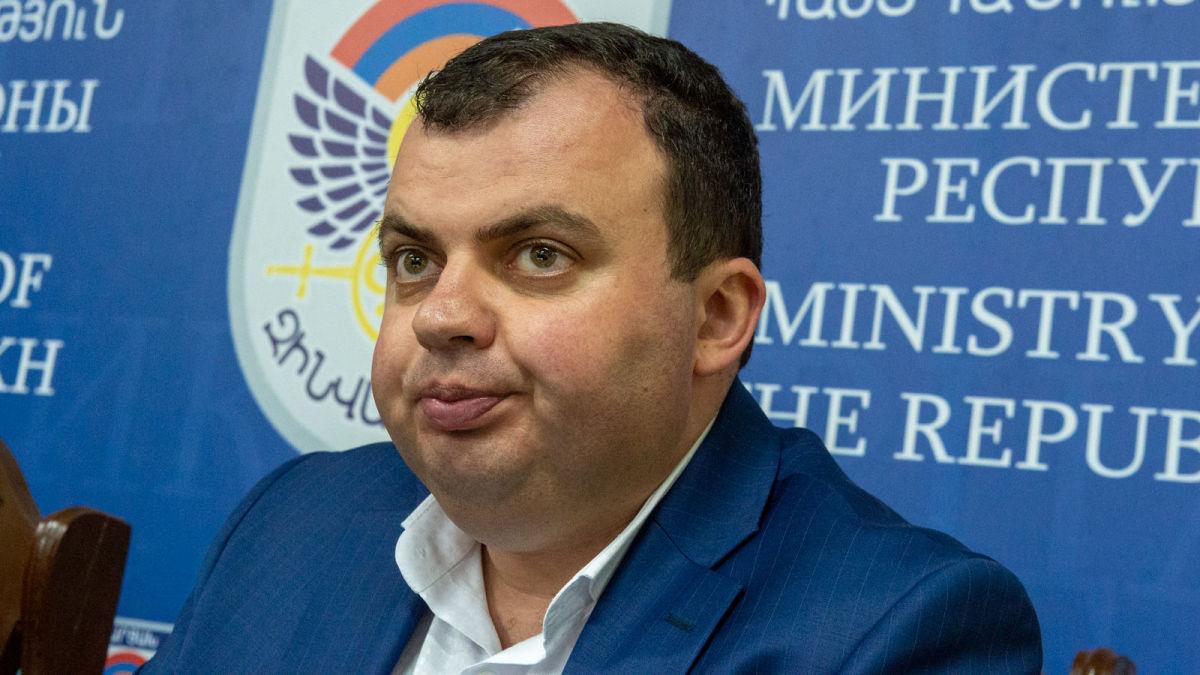 Photo of Մոսկվայից Արցախ շատ բան տեսանելի չէ. Արցախի նախագահի մամուլի խոսնակը քննադատել է ՌԴ-ում ՀՀ դեսպանին