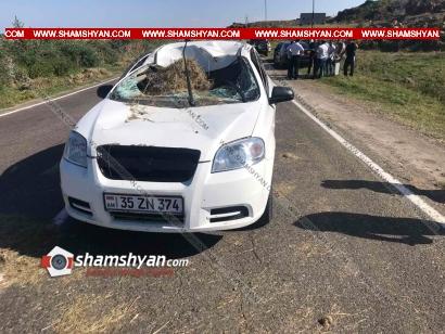 Photo of Արտակարգ դեպք Գեղարքունիքում. բեռնատարից խոտի հակերը թափվել և վնասել են հանդիպակած երթևեկող Chevrolet-ը. կա վիրավոր