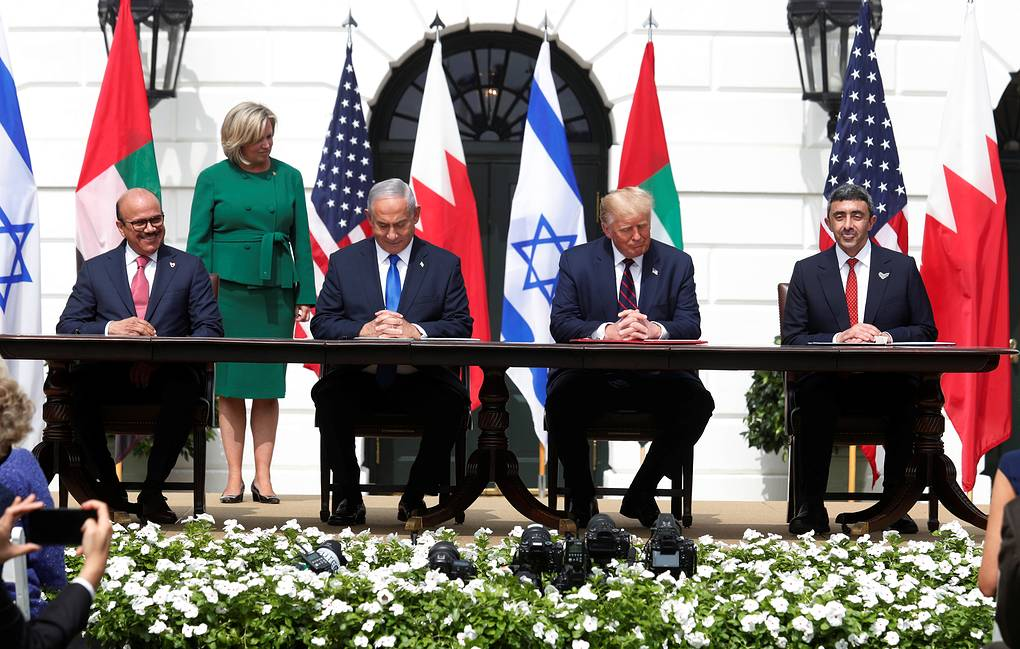 Photo of Израиль, ОАЭ и Бахрейн подписали соглашения о нормализации отношений