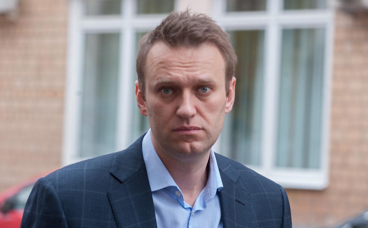 Photo of Приставы наложили арест на счета и квартиру Навального