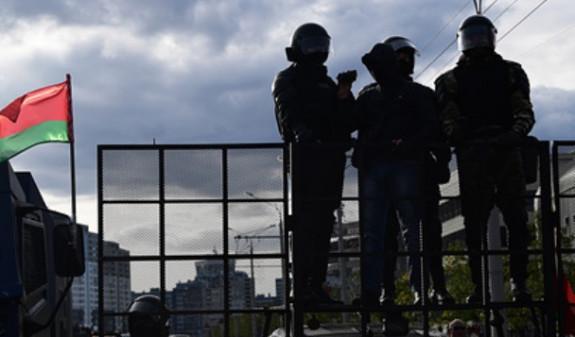 Photo of Բելառուս ծրագրավորողը բողոքել է՝ ձերբակալվածների տեղափոխման ավտոմեքենայում բռնաբարության դեմ