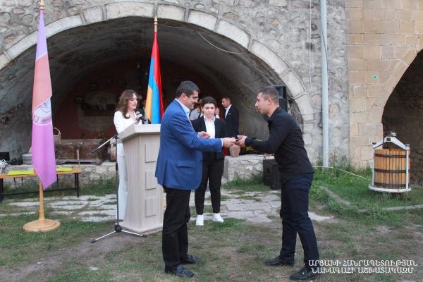 Photo of Араик Арутюнян принял участие в праздничном мероприятии, организованном партией «Азат Айреник» в Шуши по случаю Дня Республики Арцах