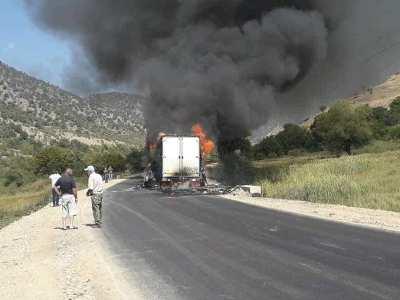 Photo of Երևան–Մեղրի ճանապարհին բեռնատար է այրվում․ ճանապարհը երկկողմանի փակ է