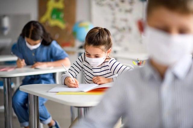 Photo of Замечания по поводу ношения масок в школах являются дезинформацией и вводят граждан в заблуждение
