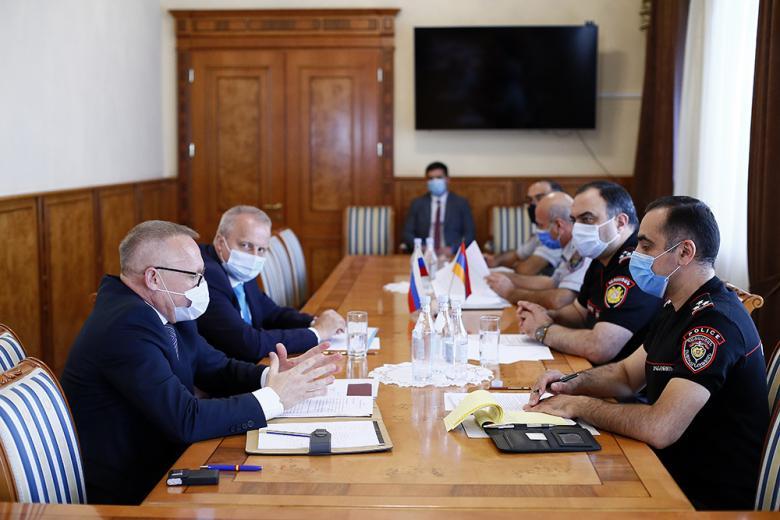 Photo of Ոստիկանության պետն ընդունել է Հայաստանում Ռուսաստանի Դաշնության արտակարգ և լիազոր դեսպանին