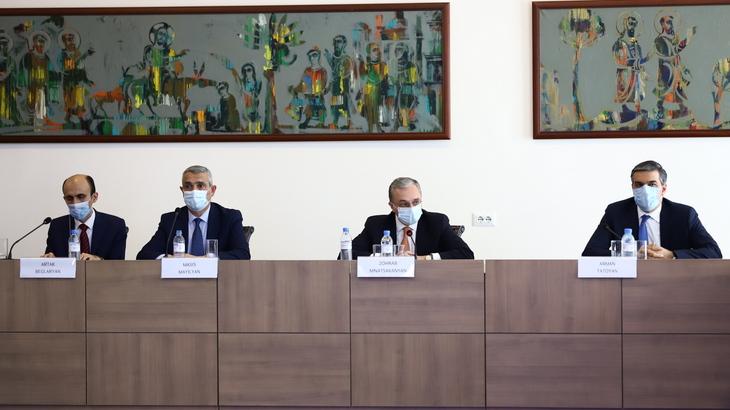 Photo of Արցախի Հանրապետության արտաքին գործերի նախարարը մասնակցել է ՀՀ-ում հավատարմագրված օտարերկրյա պետությունների դիվանագիտական կորպուսի հետ հանդիպմանը