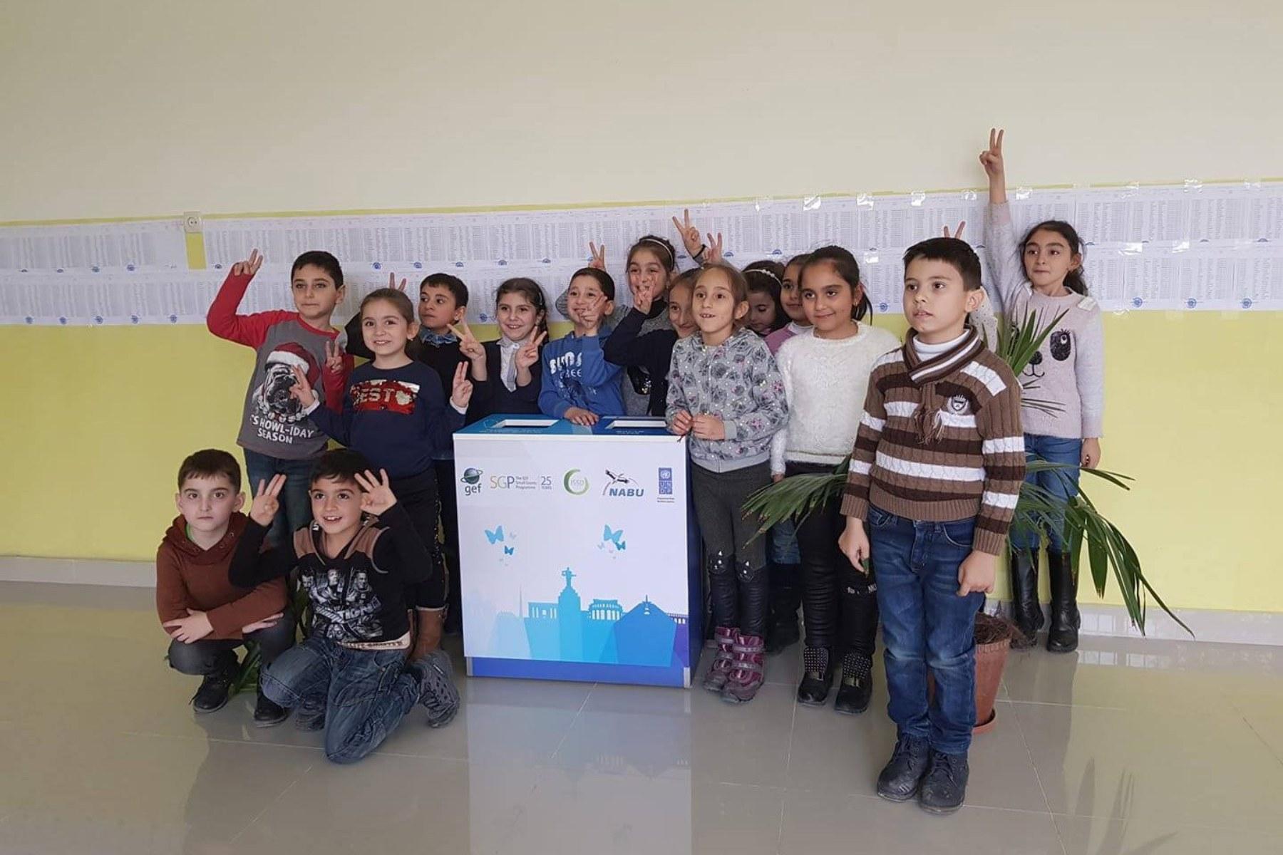 Photo of Դպրոցը` բանակին. Հավաքում են թղթի թափոն, պլաստիկ և ապակյա տարաներ, գումարն ուղղում «Հայաստան» հիմնադրամին