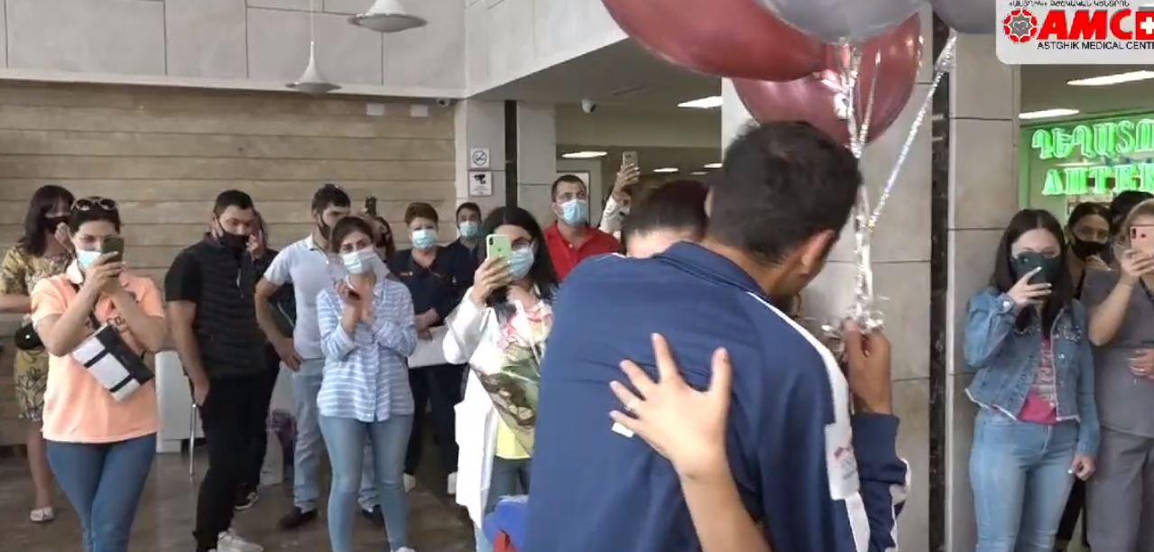 Photo of Վիրավոր զինծառայողը հիվանդանոցում ամուսնության առաջարկ է անում սիրելիին