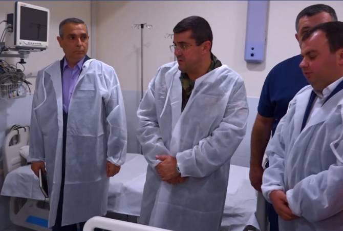 Photo of Արցախի նախագահը տեսակցել է Մարտունի քաղաքում վիրավորված «Le Monde»-ի թղթակիցներին