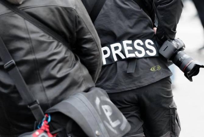 Photo of Ռուս և հայ լրագրողներով ու ամերիկացի կամավորներով միկրոավտոբուսը ԼՂ-ում ընկել է հրետանու կրակի տակ