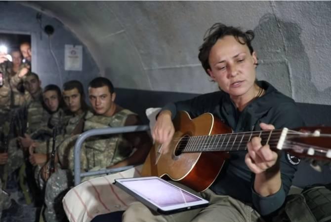 Photo of ԱՀ պաշտպանության բանակը հրապարակել է տեսանյութ, որում Չիչերինան երգում է հայ զինվորների համար