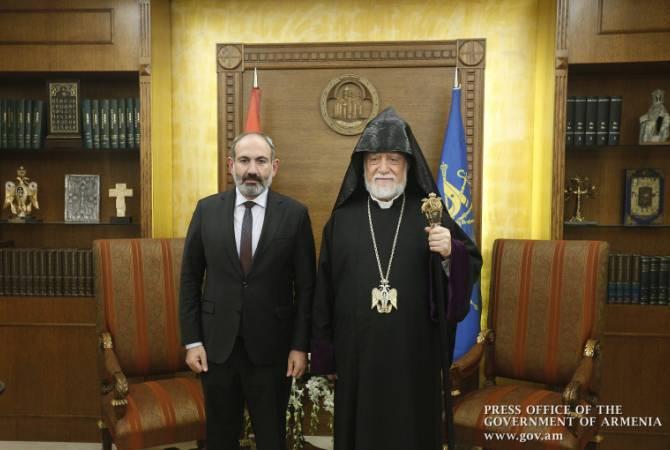 Photo of Мы должны противостоять и должны победить: Пашинян ответил на сообщение Арама I