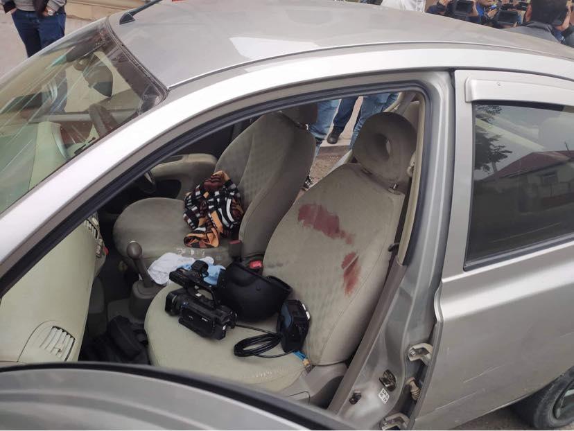 Photo of Լուսանկարներ վիրավոր լրագրողների մեքենայից