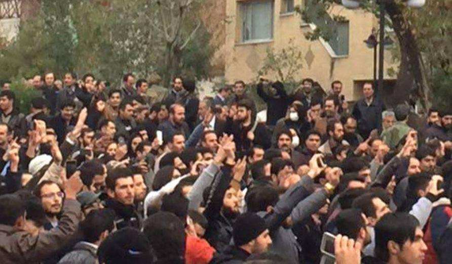 Photo of «Пантюркистские группировки пытаются спровоцировать беспорядки внутри Ирана, даже небольшая попытка мятежа будет подавлена». Ирановед В. Восканян