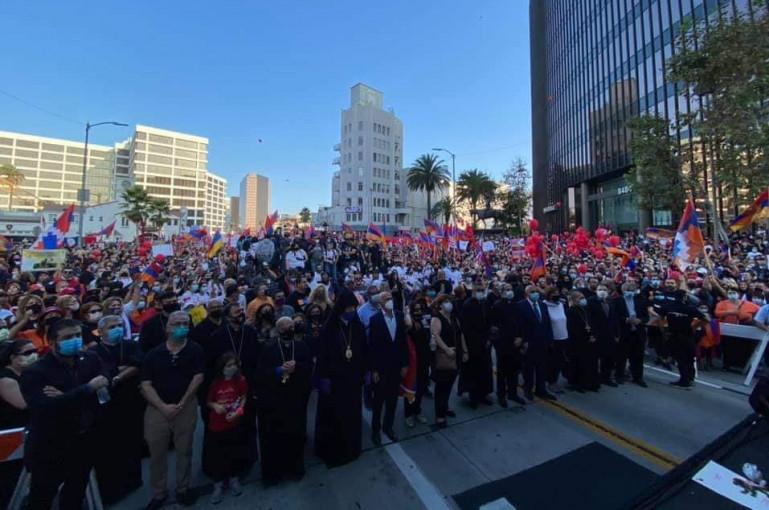 Photo of Լոս Անջելեսի հայ համայնքի հազարավոր բնակիչներ բողոքի ցույց են անցկացրել Թուրքիայի հյուպատոսության առջև