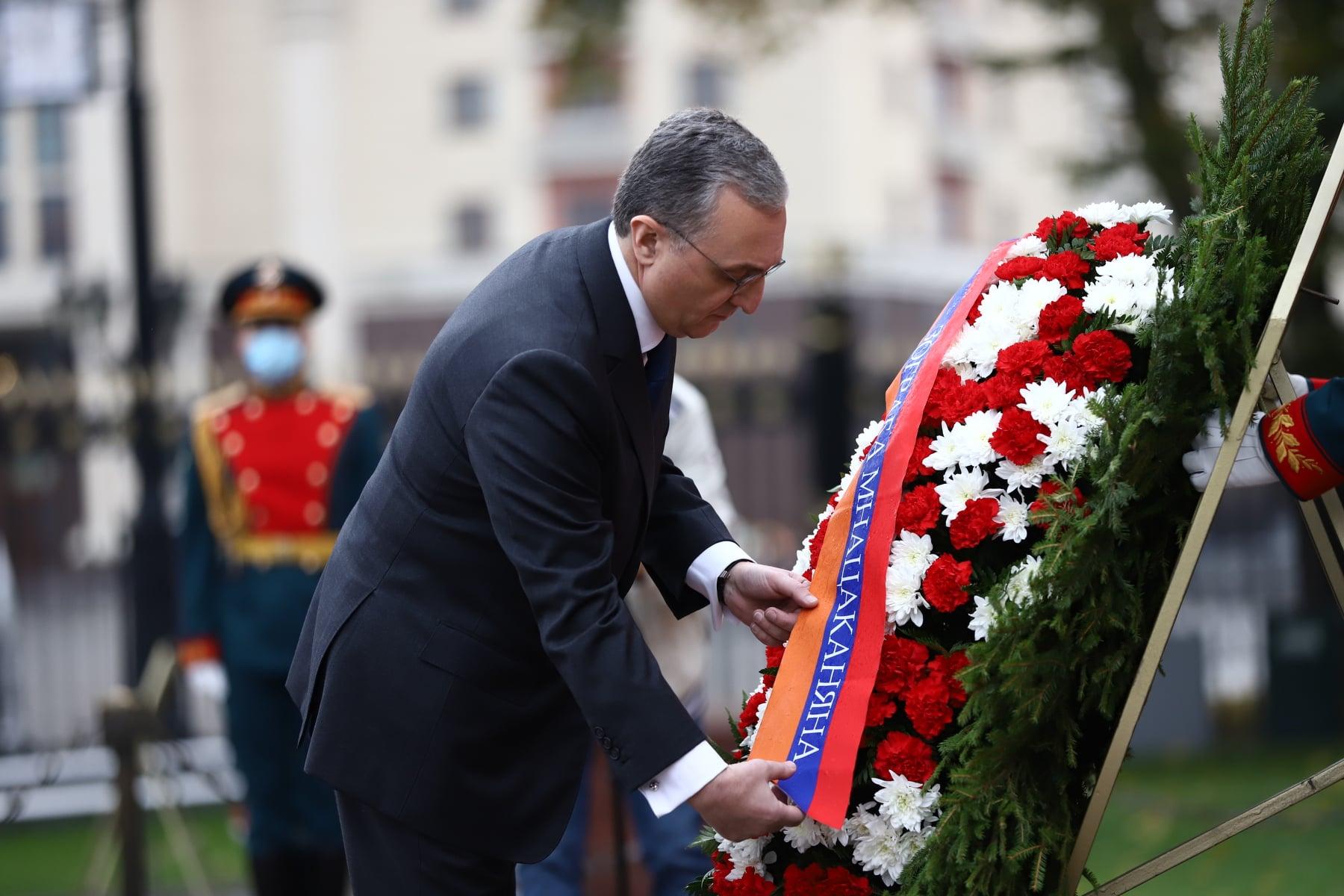 Photo of Զոհրաբ Մնացականյանն այցելել և ծաղկեպսակ է զետեղել Անհայտ զինվորի գերեզմանին
