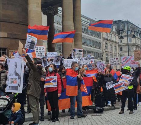 Photo of BBC представляет войну с азербайджанской точки зрения: армяне провели акцию протеста у телекомпании