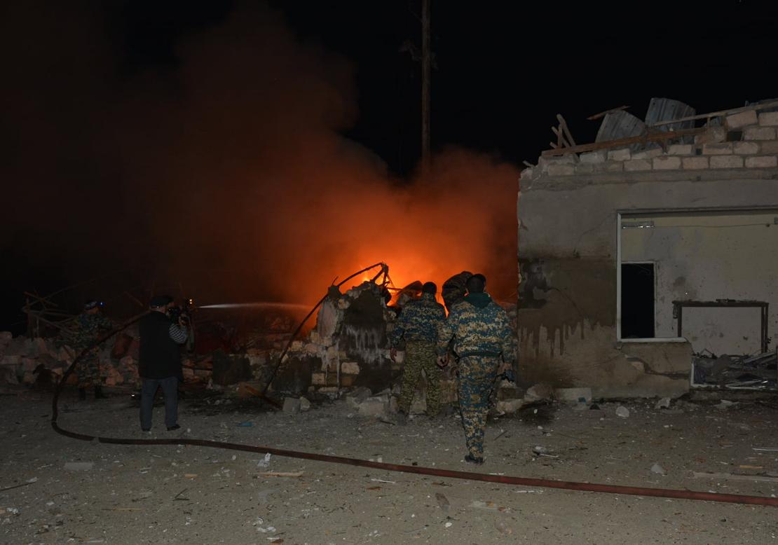 Photo of Ստեփանակերտում հրթիռակոծության հետևանքով այրվել է ավտոմեքենա, ավերվել են   շենք-շինություններն ու խանութները, վնասվել է գազատարը