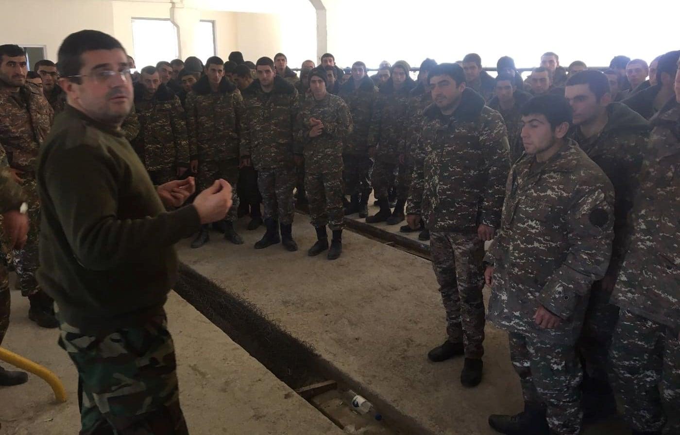 Photo of Մեր երկրի անվտանգության համակարգի պատասխանատուների մասնակցությամբ հերթական հանդիպումն եմ ունեցել աշխարհազորի մարտիկների հետ. Արցախի նախագահ
