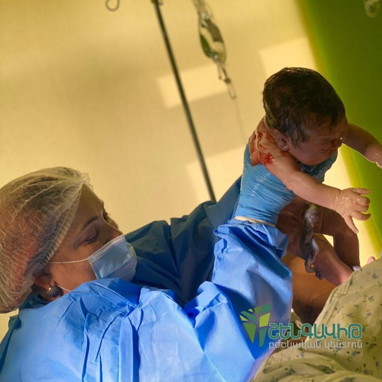 Photo of Մինչ Ադրբեջանը ռմբակոծում էր Ստեփանակերտի ծննդատունը, Երևանի Շենգավիթ բժշկական կենտրոնում ծնվեց ևս մեկ արցախցի երեխա