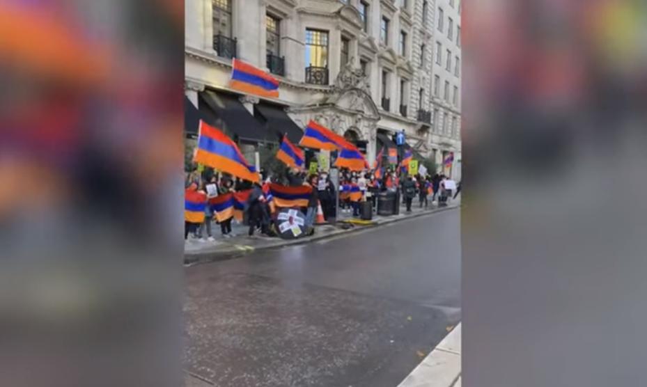 Photo of Լոնդոնում հայ համայնքը բողոքի ցույց է անցկացնում British Petroleum-ի գրասենյակի դիմաց