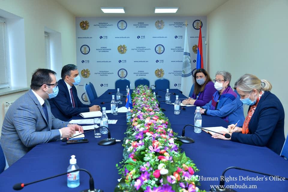 Photo of Арман Татоян встретился с главой делегации Евросоюза в Республике Армения, послом Андреа Викторин